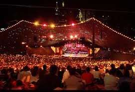 Carols by candlelight gathering singing tradition celebration Distant Journeys touring holidays escorted tours packages accommodation flights New Zealand Australia Melbourne Sydney Cairns Alice Springs Adelaide Ayers Rock Great Barrier Reef UK