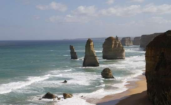 Great Ocean Road natural beauty things to do in Australia Distant Journeys