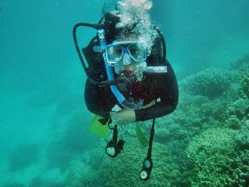 Snorkelling in Great Barrier Reef on Australia escorted family tours with Distant Journeys