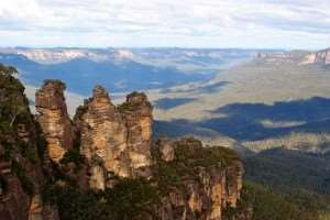 Blue Mountains Three Sisters Australia visit on Sydney holiday tours with Distant Journeys