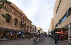 Boutique shopping - visit on an Australia sightseeing holiday tour