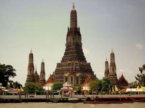 Wat Arun Temple, Bangkok – visit Thailand with Distant Journeys