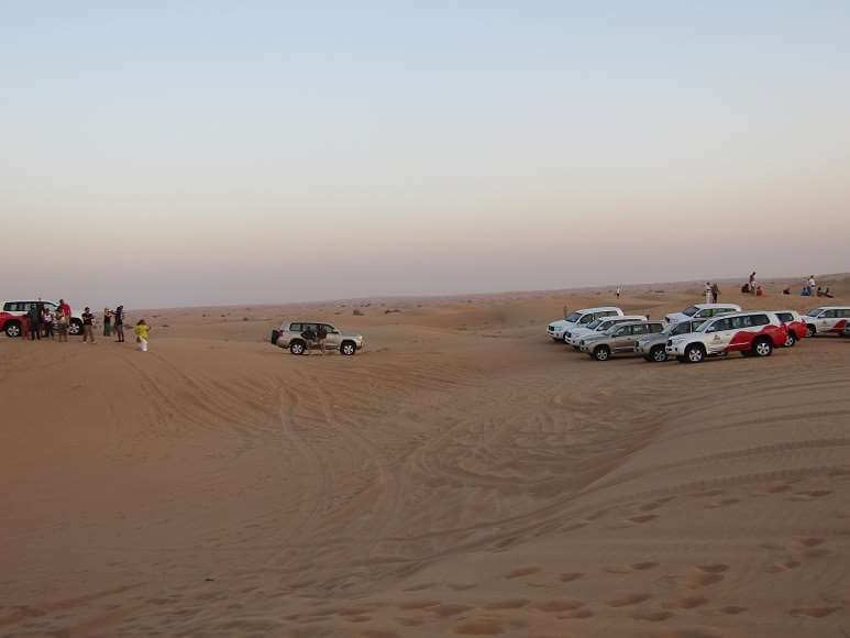 sand dunes driving dubai