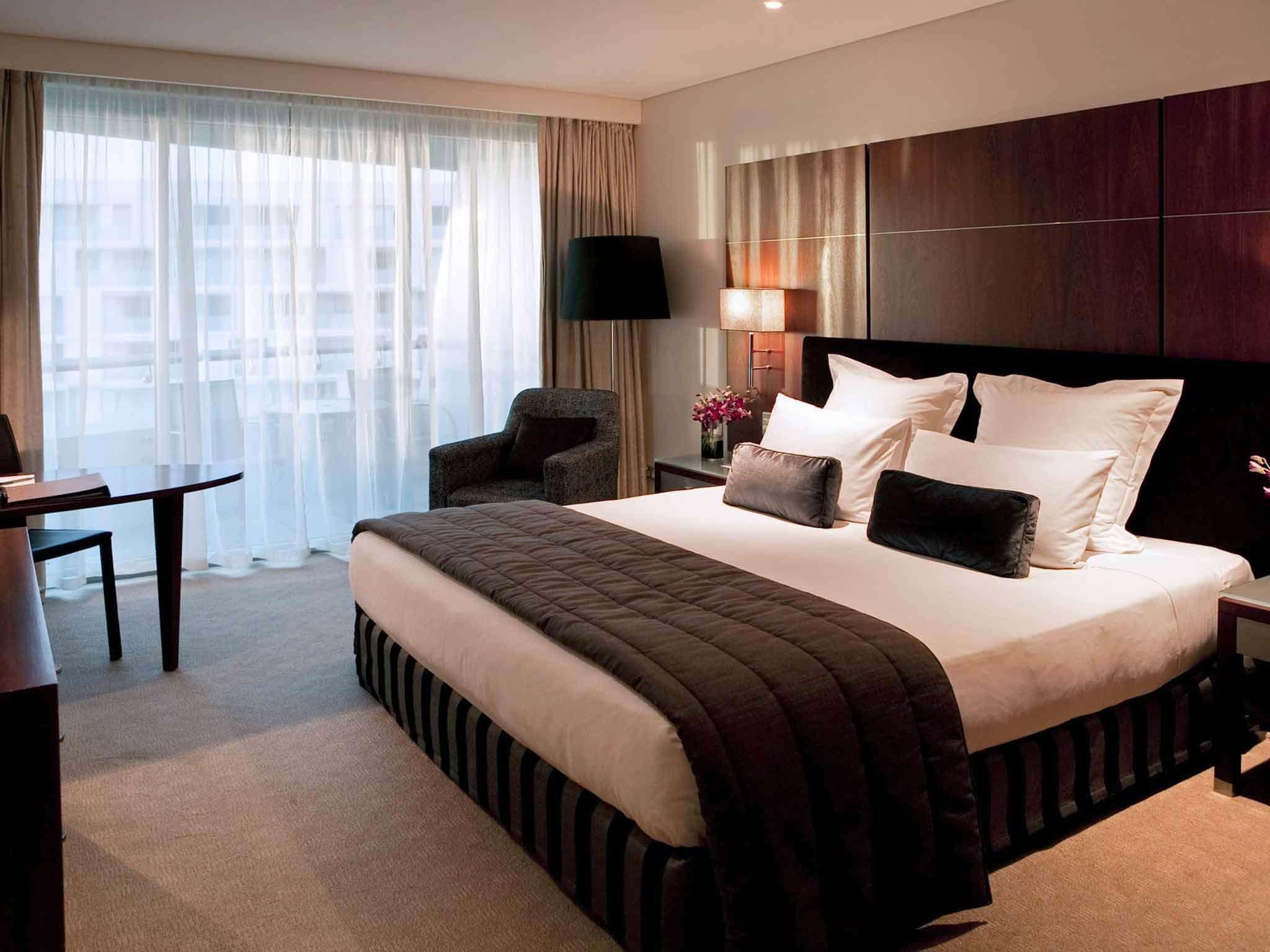 Pullman Hotel bedroom