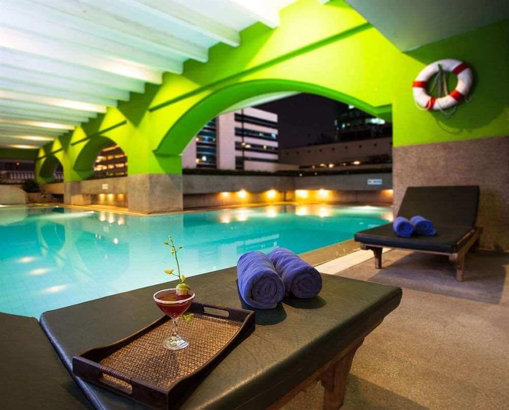 Arnoma Hotel Bangkok pool