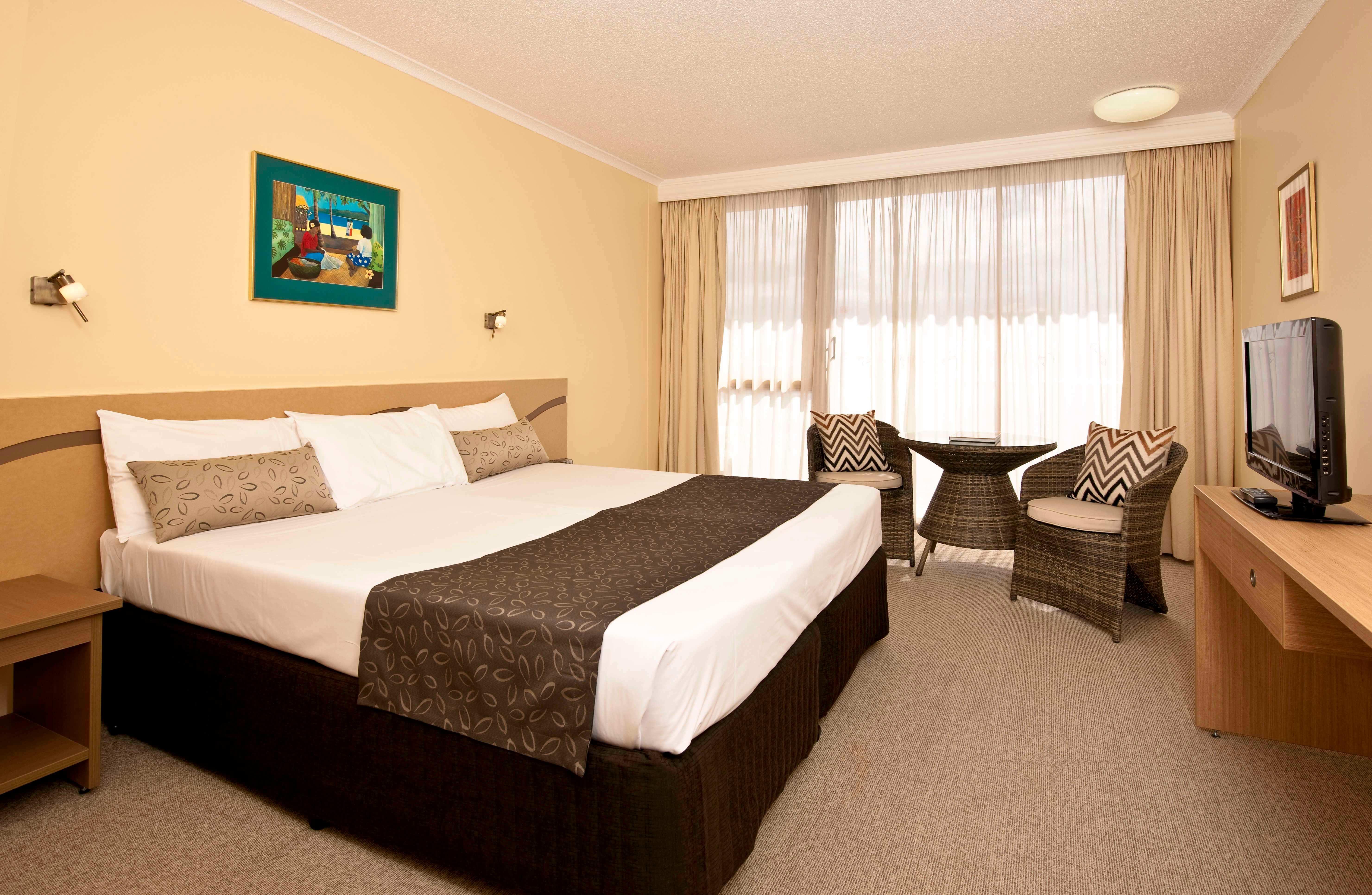Pacific International Hotel bedroom
