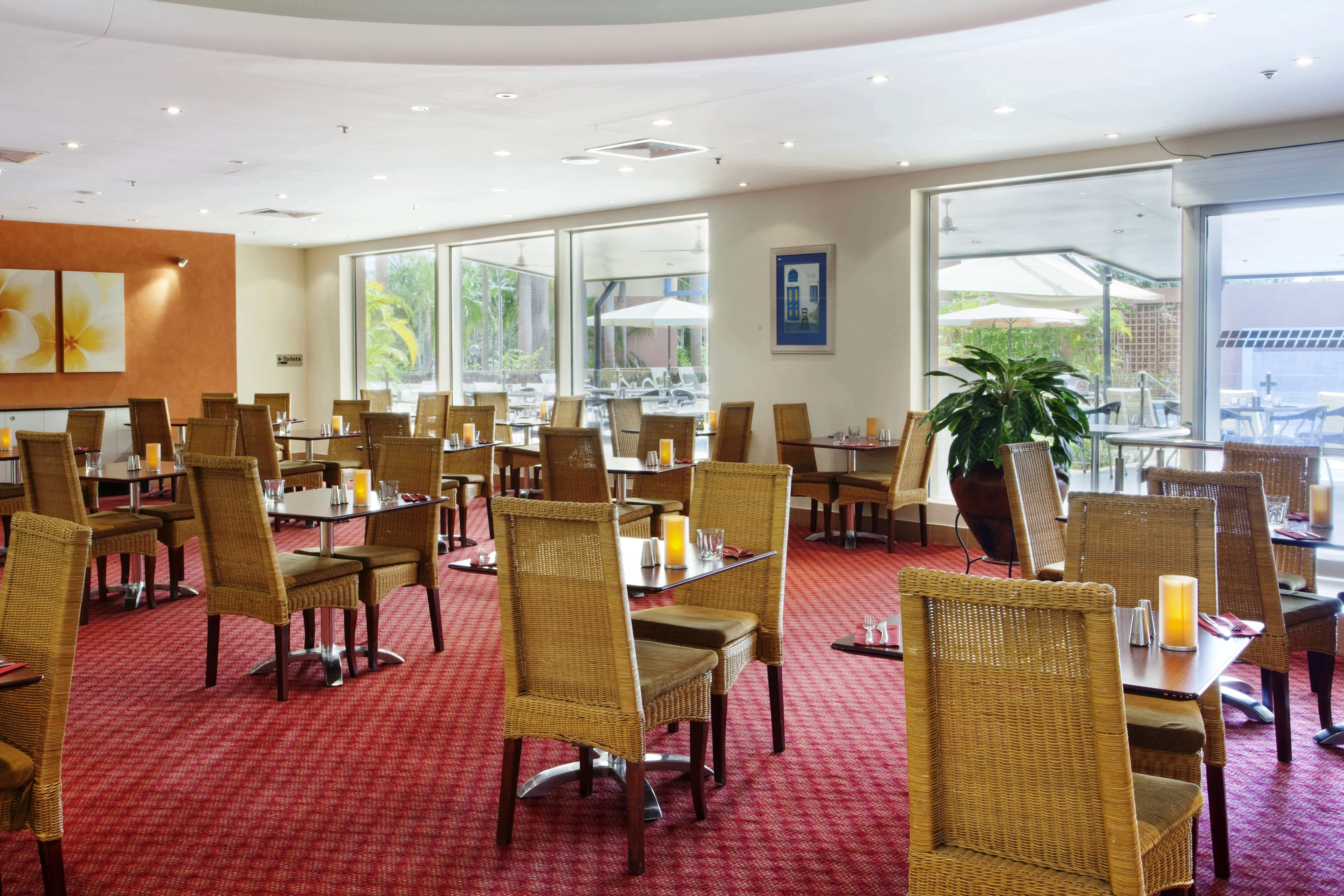 DoubleTree by Hilton Esplanade Aqua Restaurant