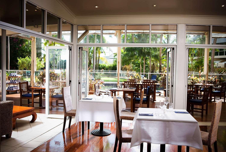 DoubleTree by Hilton Esplanade restaurant