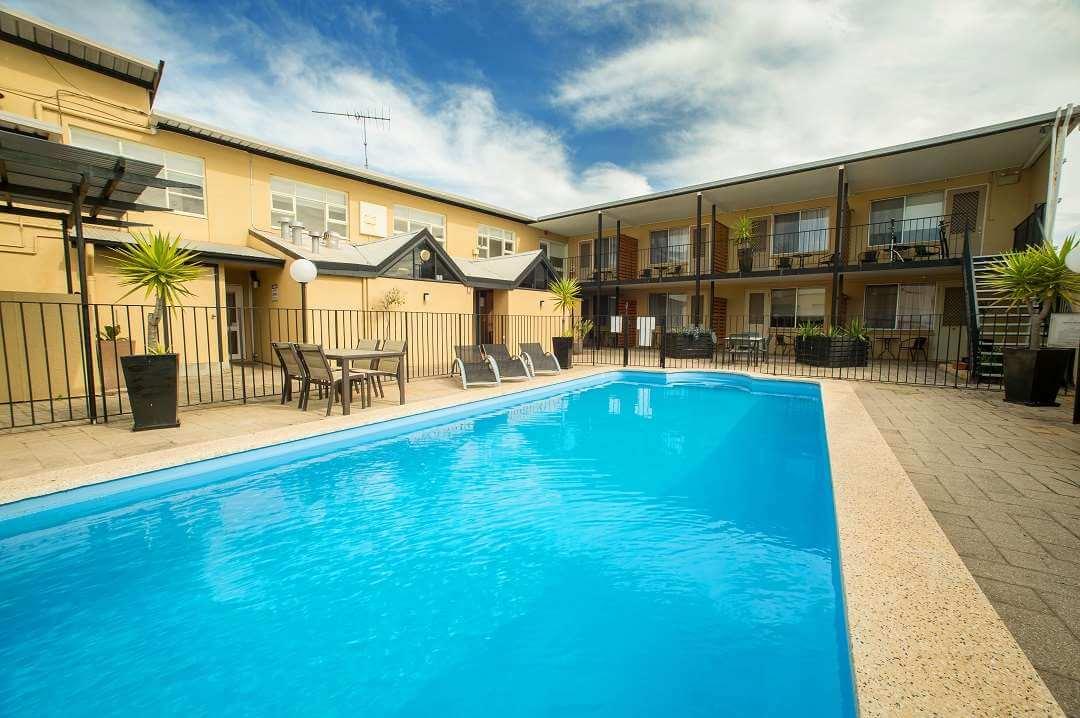 Ozone Hotel pool