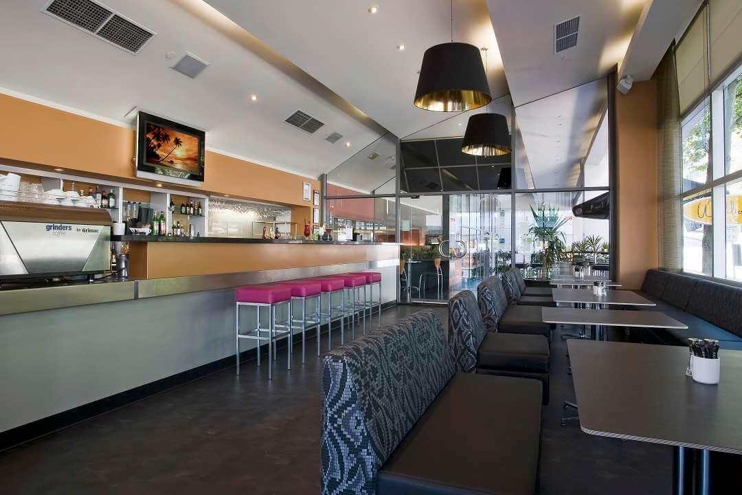 Clarion Suites Melbourne bar lounge