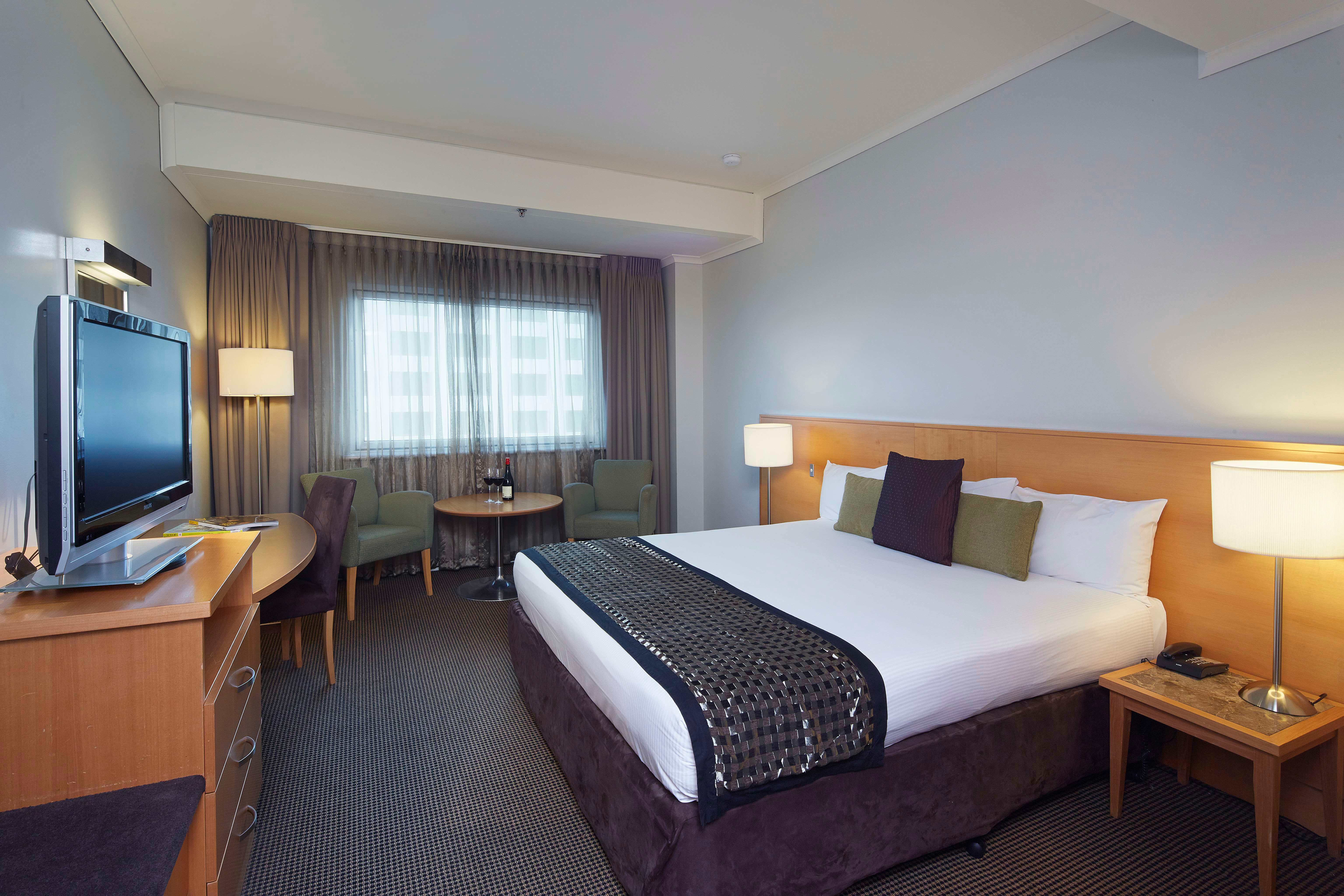Perth Novotel Langley bedroom