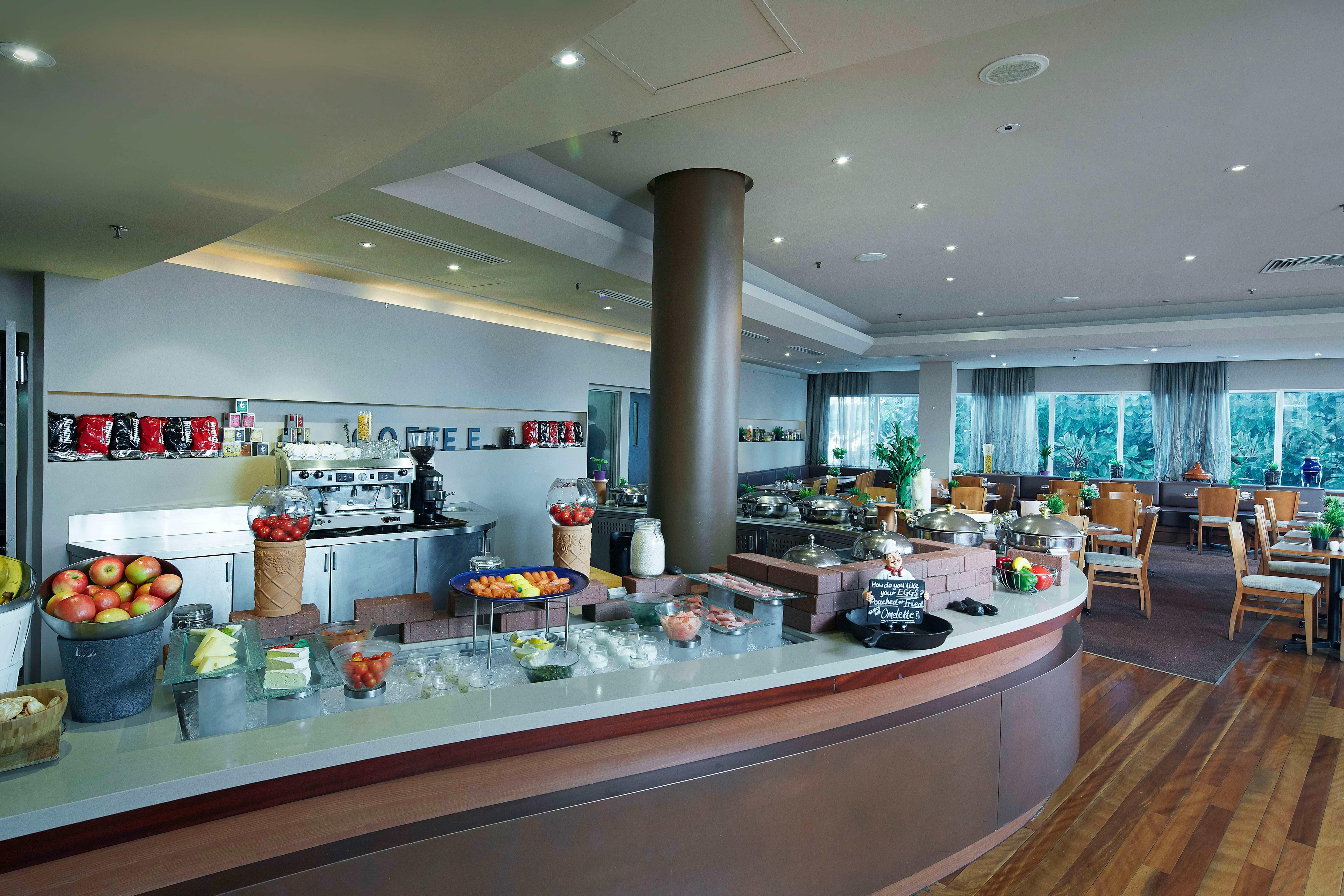 Perth Novotel Langley breakfast