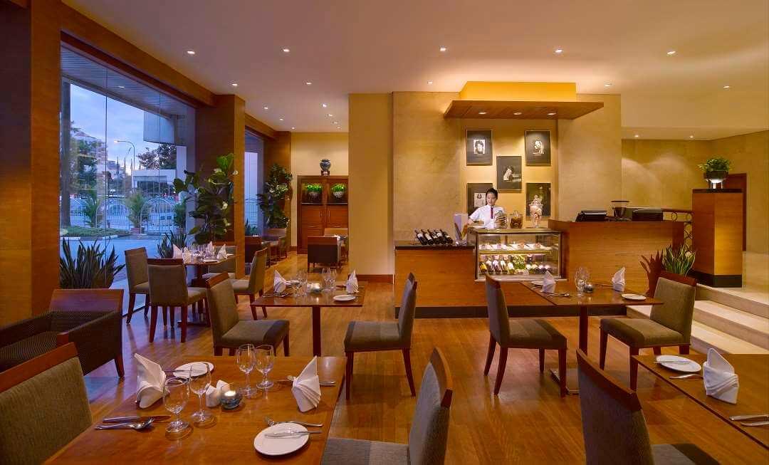 Copthorne Kings Hotel Singapore cafe
