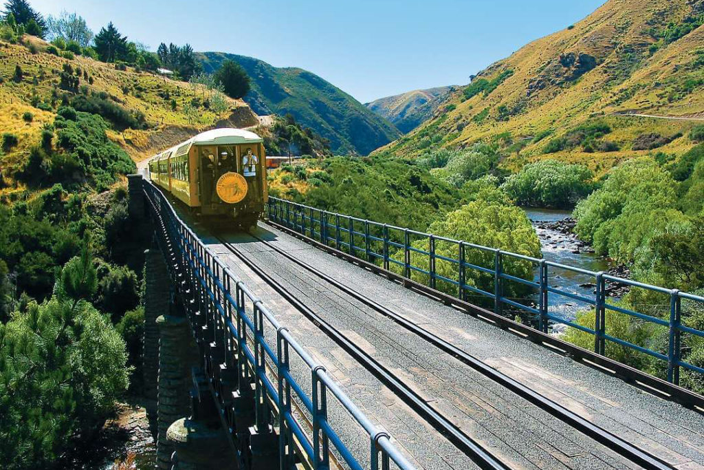 dunedin-taieri-gorge-train-excursion