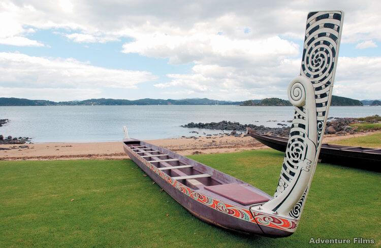 Waka maori canoe bay of islands new zealand