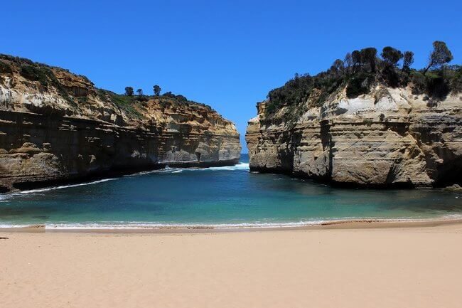 turquoise waters beach cove great ocean road
