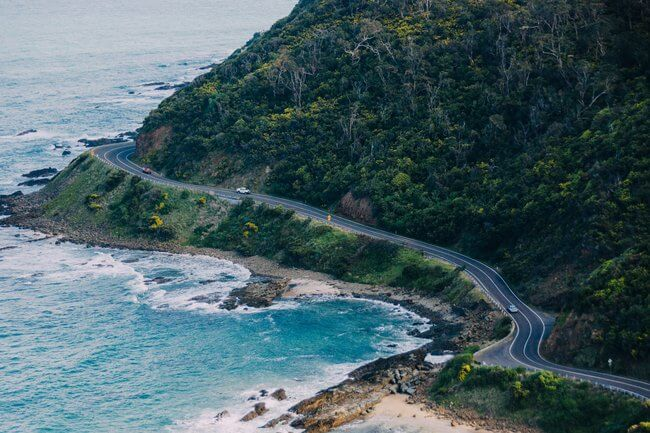 winding great ocean rood with blue waters