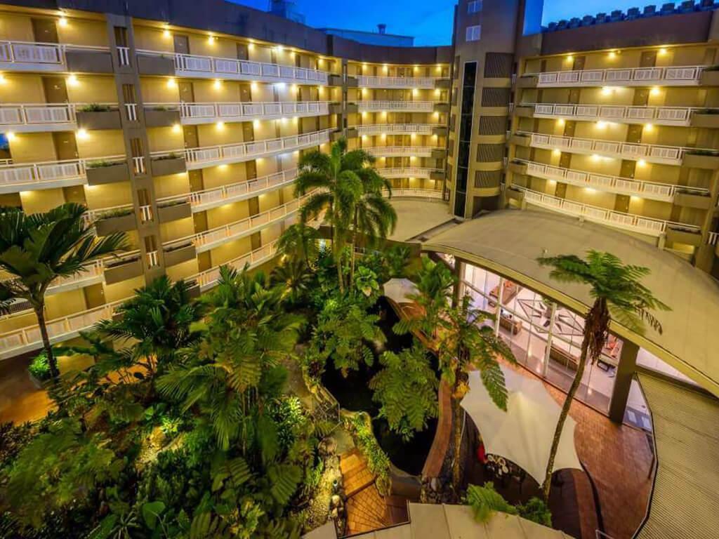 DoubleTree by Hilton Cairns atrium