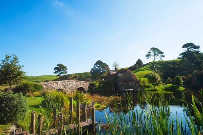 hobbiton lord of the rings set new zealand bridge over water