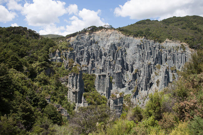 putangirua pinnacles scenic reserve rocks view