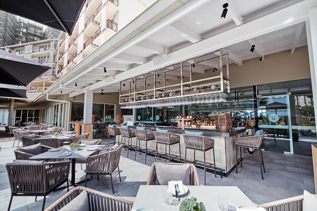 Novotel Oasis Cairns Bar