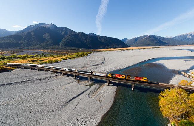 Tranz alpine crossing over Waimakariri River