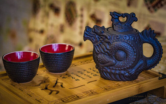 chinese tea set with two cups