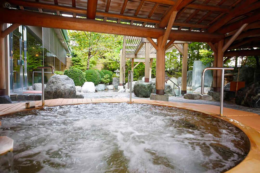Takayama-green-openair-bath