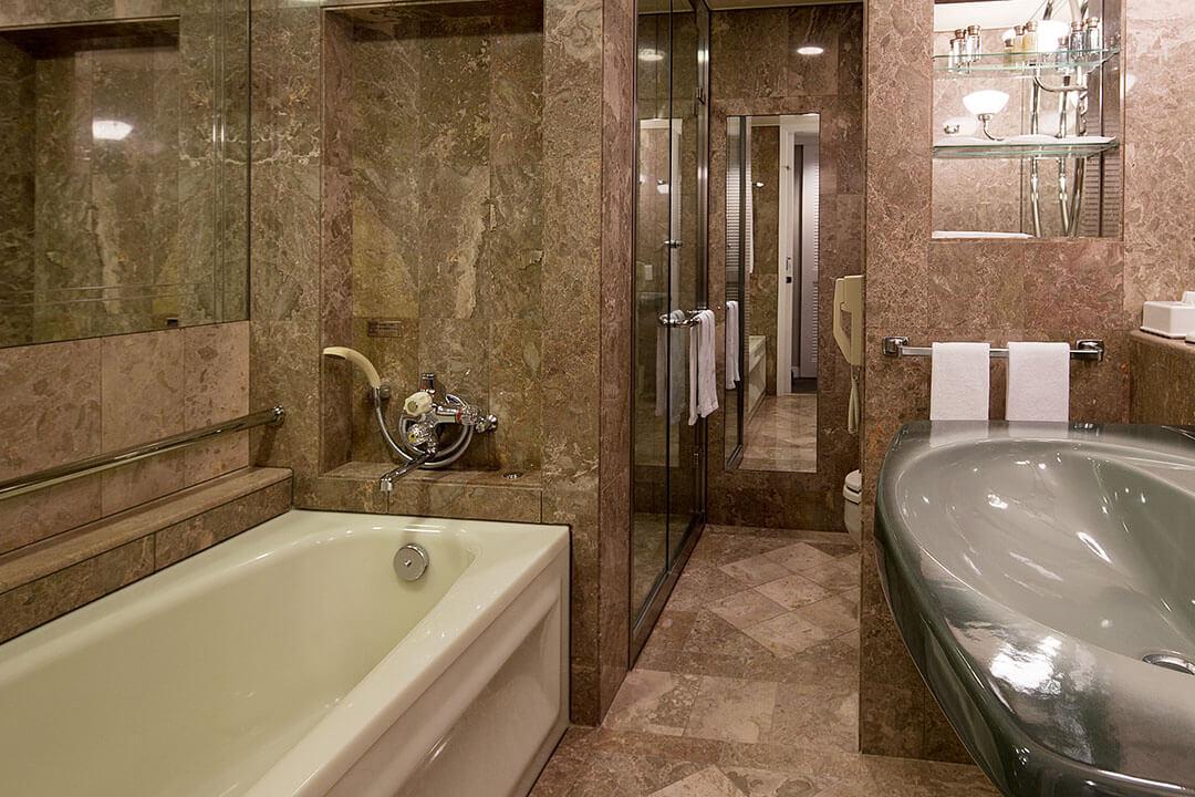 kurashiki-royal-art-hotel-bathroom