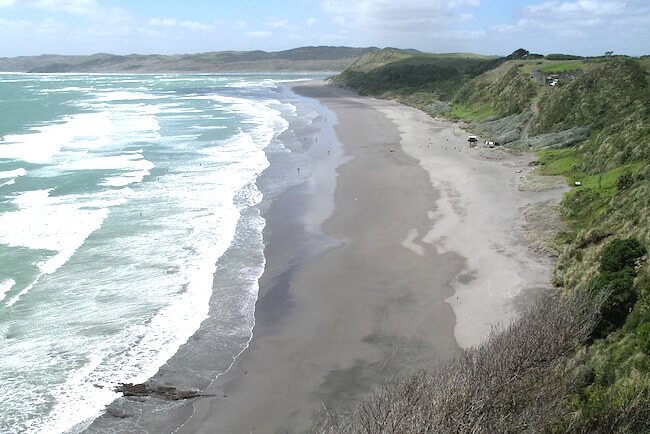 ngarunui beach new zealand north island