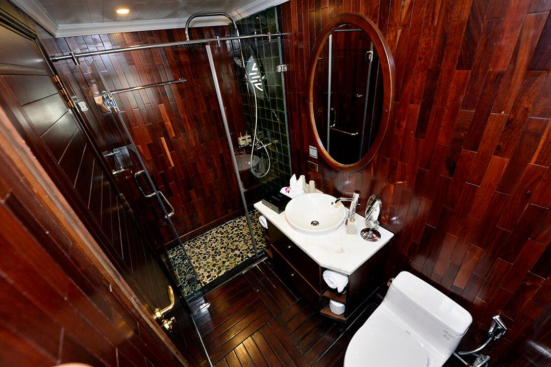 halong-bay-cruise-bathroom