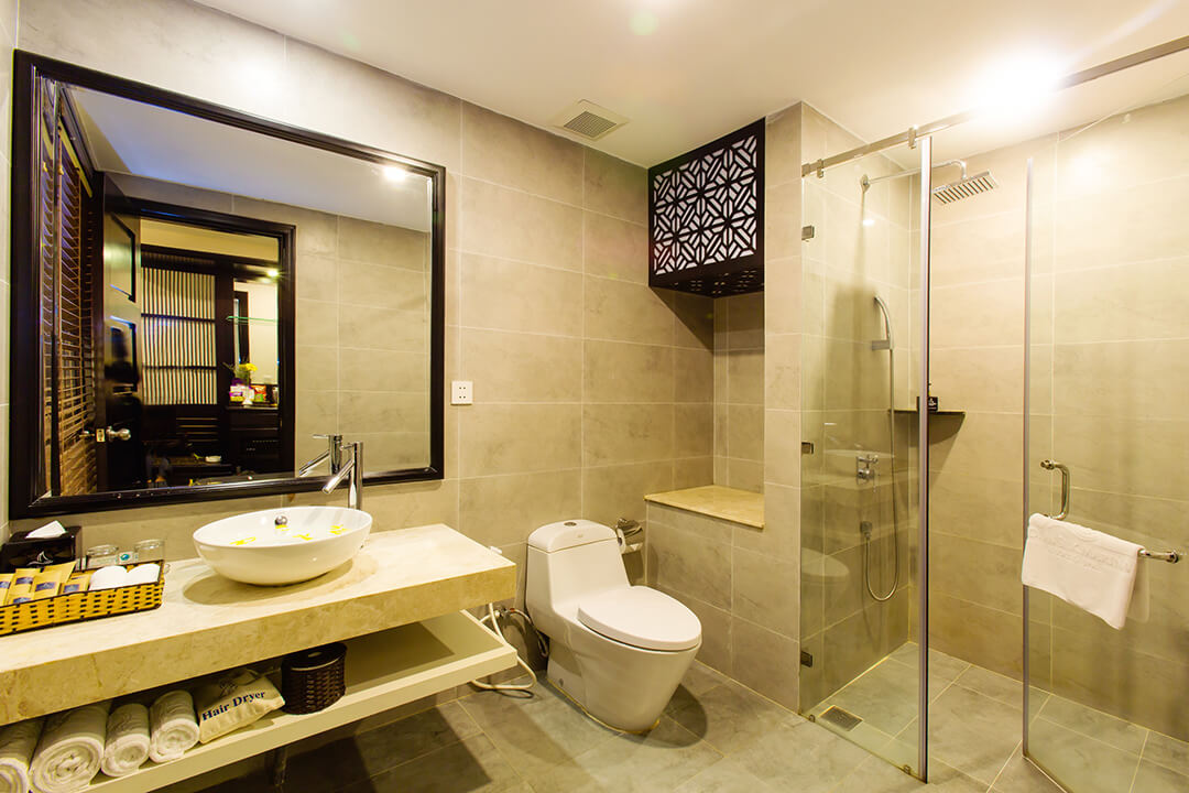 hoi-an-silk-marina-resort-and-spa-bathroom