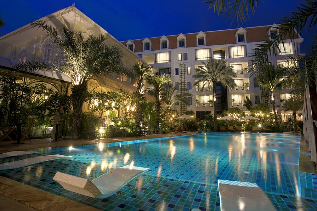 phnom-penh-palace-gate-hotel-pool