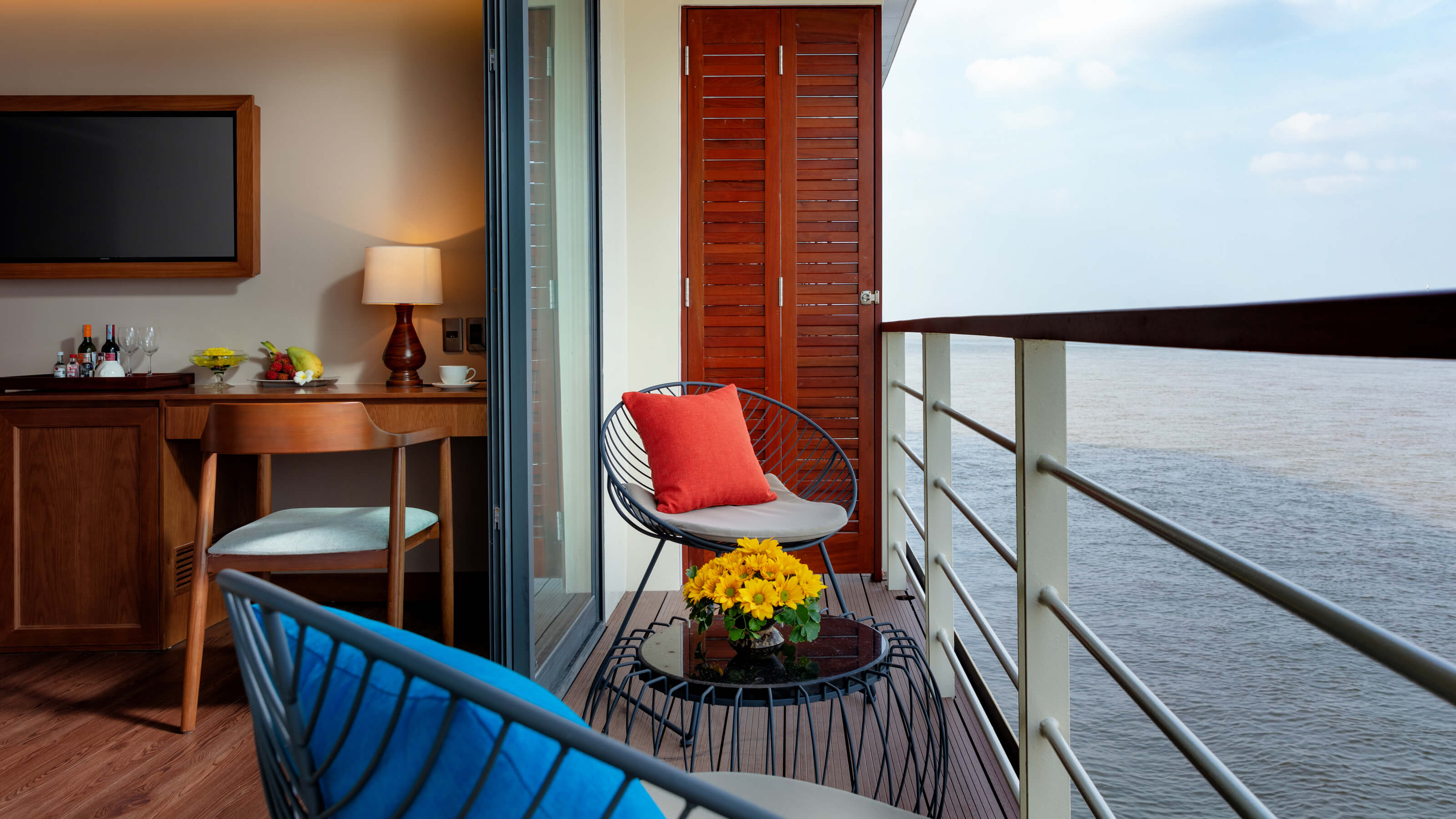 mekong-river-victoria-cruise-rooftop