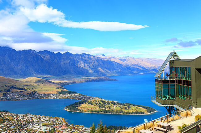 Lookout point over the entirety of Queenstown and surrounding lake