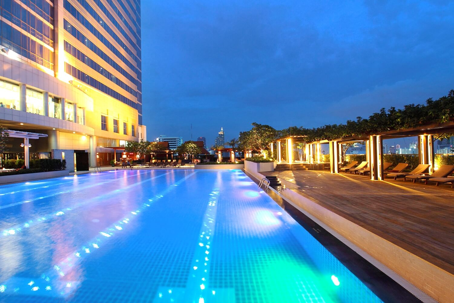 Night Pathumwan Pool