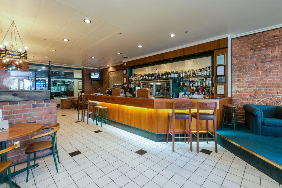 New Zealand_Dunedin_Scenic Hotel_Southern Cross_Bar