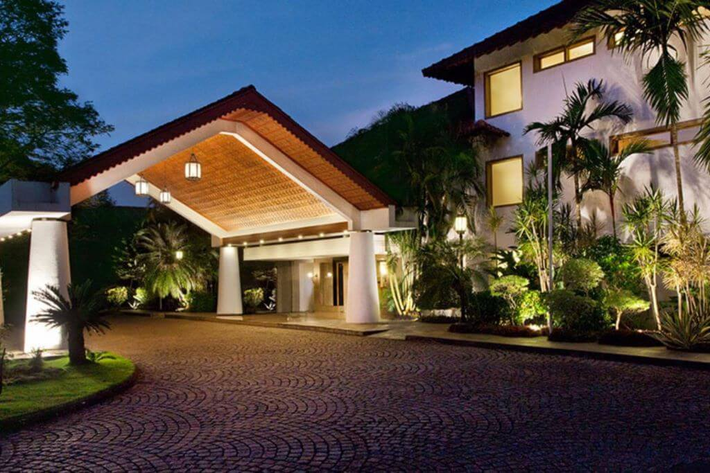 Trident Cochin entrance and driveway