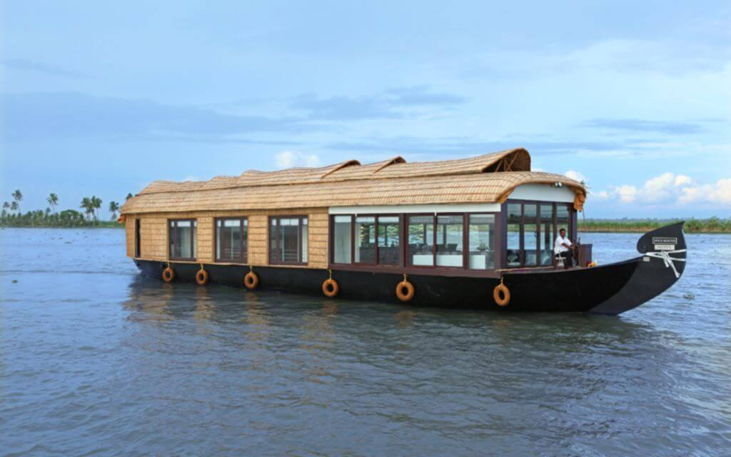 India_Allepey_Houseboat_outside