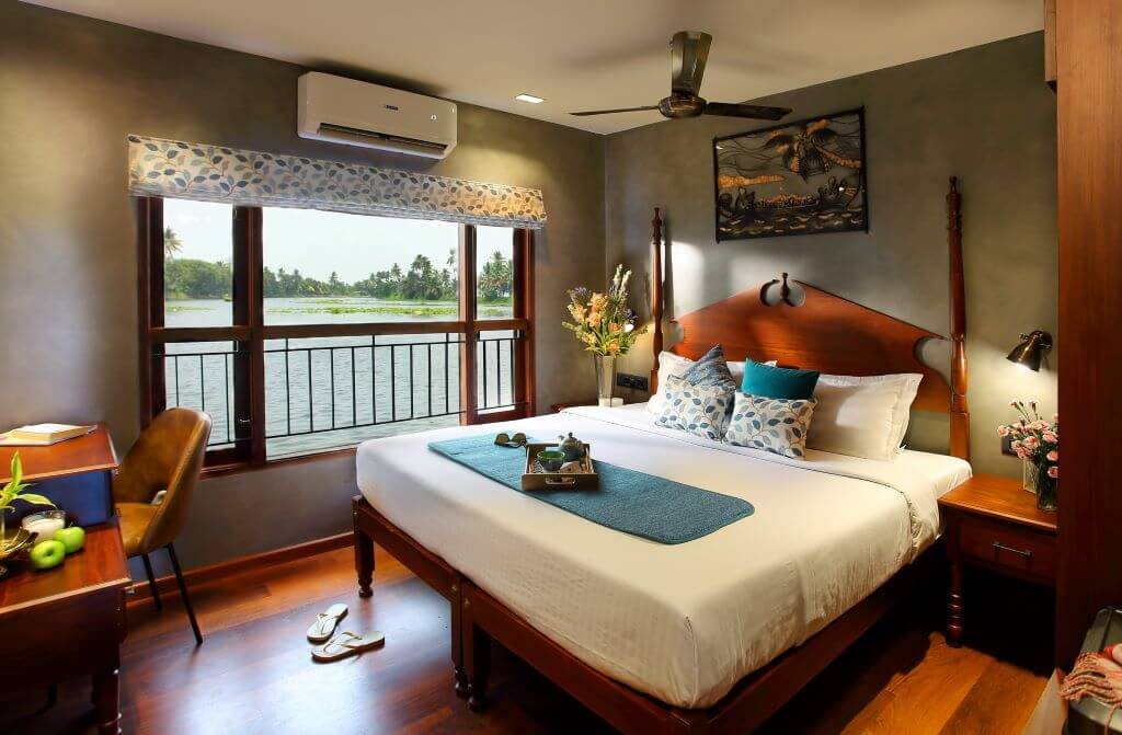 India_Allepey_Houseboat_Room