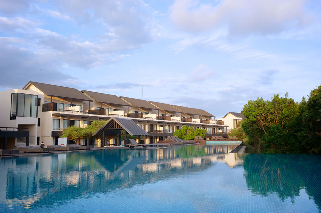Jetwing Yala exterior with pool
