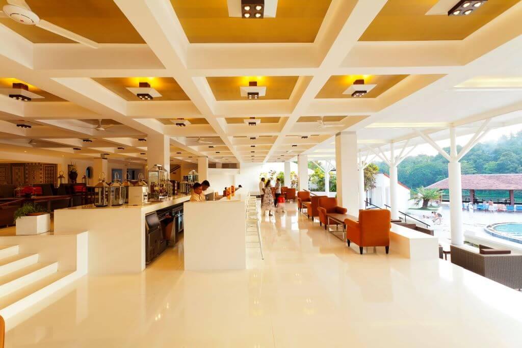 Sri Lanka_Kandy_Cinnamon Citadel_Outside bar