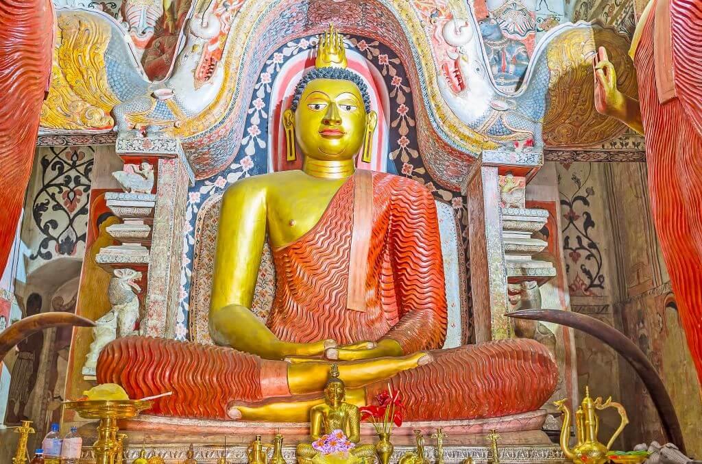 Giant Buddha in Lankathilaka temple