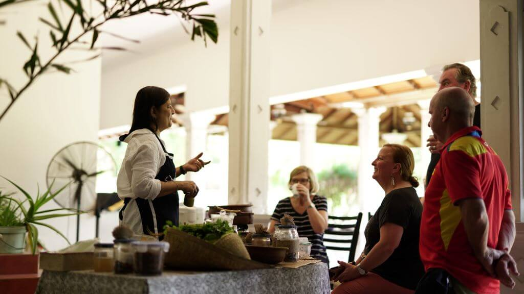 local teaching group to cook Sri Lanka food in Galle